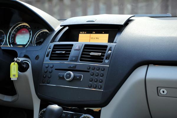 工业与�y�k�c%�`�_试驾评测奔驰c180k 务实与品质完美结合
