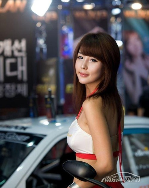 可爱清新 韩国美女车模李智友系列高清图_南京车网