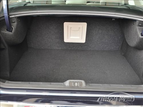 雪铁龙c5的后备箱不算大; 南京购买东风雪铁龙c5车型 赠送户外礼包;