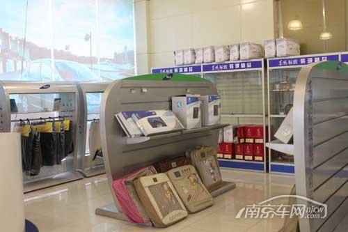 江苏万帮东风标致4S店 展厅一角 走访江苏万帮外汽4S店 实拍东风标致高清图片