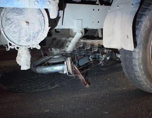 货车手刹失灵倒溜 电动车男子被撞身亡