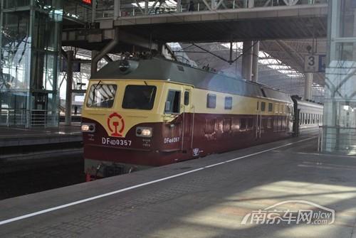 k21次列车_南京站T7608总理号出站+HXD3D进站视频 _网络排行榜