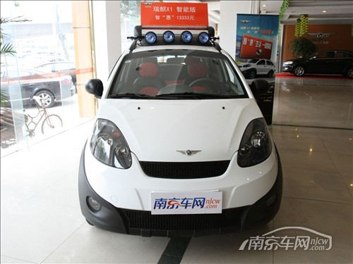 瑞麒x1舒享型是在原瑞麒x1舒适型的基础上增加了铝合金轮毂高清图片