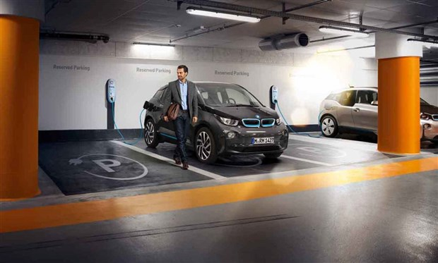 紧随创新纯电动汽车BMW i3和插 比如,得益于公共充电站的不断增高清图片