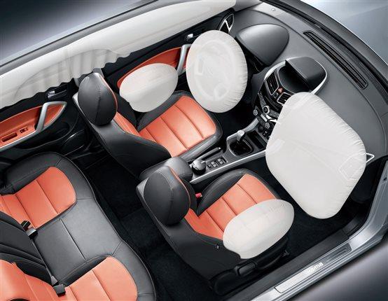 此外,始终主张车辆安全性能的海马S5,在C-NCAP碰撞测试中,凭借出色的主动安全配置,获得55.5高分。凭借ESC电子车身稳定系统、超越同级的6安全气囊,3H高刚性车身设计,为消费者提供最贴身的呵护。 推荐车型:海马S5运动版智尊型,配置丰富、性价比诱人