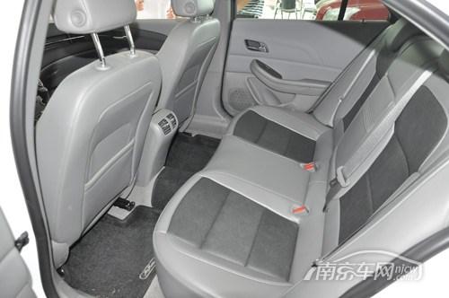 的中级轿车,迈锐宝后排空间非常充裕,但座椅舒适度有待提高