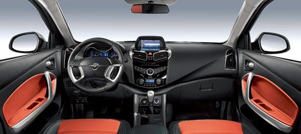 除了在动力操控方面的全面满足外,海马S5在配置应用上也很丰富。诸如智能行车电脑、带LED转向灯、电加热除霜功能的电动折叠外后视镜、自动空调等配置一应俱全。如果说这还不能说明海马S5的心意,那么360智能驾驶辅助系统的配置足以成为一个夯实的佐证。要知道这项配置,通常都是中高档SUV的专属,此次海马S5打破常规,可谓正中90后的心坎。 不管是精雕细琢的时尚造型,还是随心所欲的动力操控,亦或是尽显新锐科技的配置,海马S5想要做的,其实很简单,那就是对你的味。如果你对海马S5感兴趣,就快快行动吧,海马汽车南